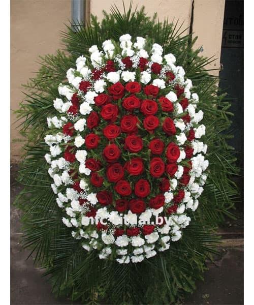 Венок из живых цветов «Роза и гвоздика»