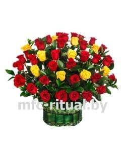 Траурная корзина «Красная и желтая роза»