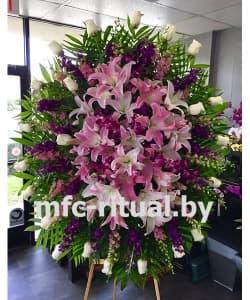 Венок из живых цветов «Нежная лилия»