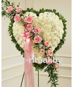 Венок-сердце из живых цветов «Умиротворение»